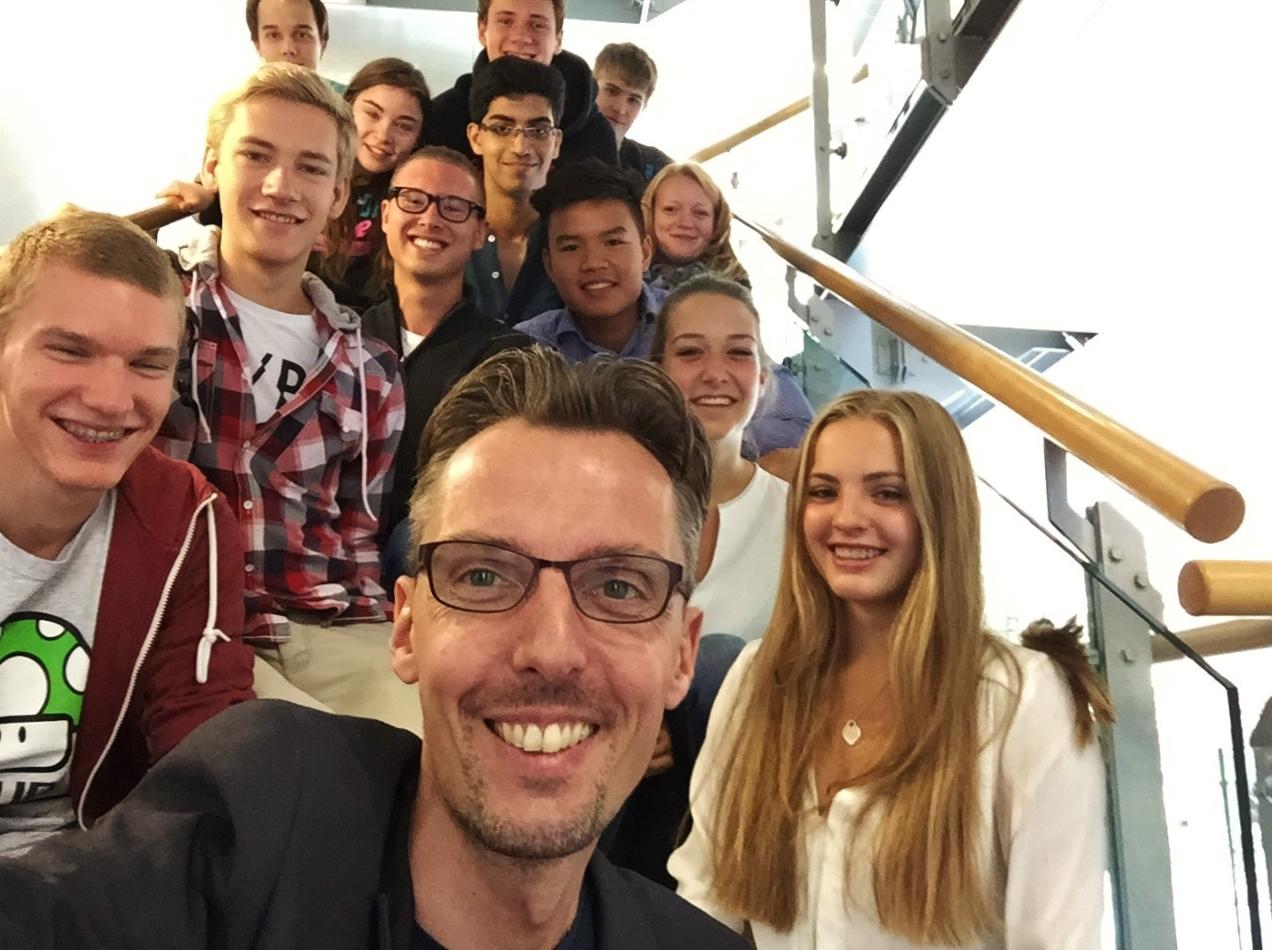 Lars Castellucci Sommertour 2015 Walldorf Besuch Wanderausstellung Gymnasium